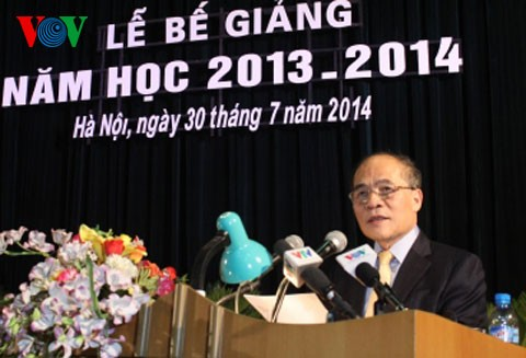 Спикер парламента Вьетнама принял участие в церемонии завершения учебного года в Академии обороны - ảnh 1