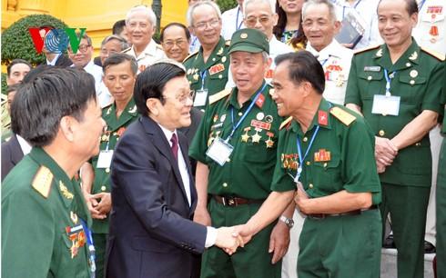 Президент СРВ: Партия и Государство высоко оценивают заслуги ветеранов войны - ảnh 1