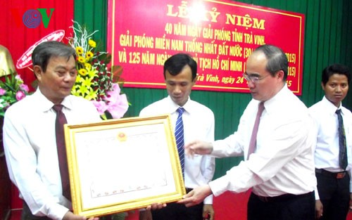 Глава ОФВ Нгуен Тхиен Нян наградил званием «Герой народных вооружённых сил» в провинции Чавинь - ảnh 1