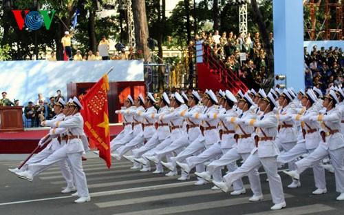 В г.Хошимине прошла генеральная репетиция парада ко Дню победы - ảnh 1
