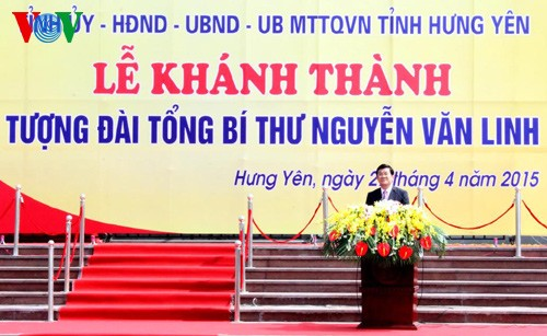 Президент СРВ принял участие в церемонии открытия памятника генсеку ЦК КПВ Нгуен Ван Линю - ảnh 1