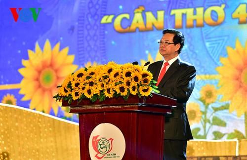 НгуенТан Зунг принял участие в праздновании Дня воссоединения страны в Хаузянге и Кантхо - ảnh 3