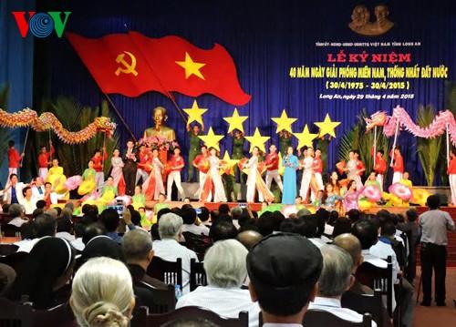 Президент СРВ принял участие в праздновании Дня воссоединения страны в Лонгане - ảnh 2