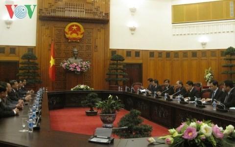 Вице-премьер CРВ Нгуен Суан Фук принял делегацию правительственной инспекции Лаоса - ảnh 1