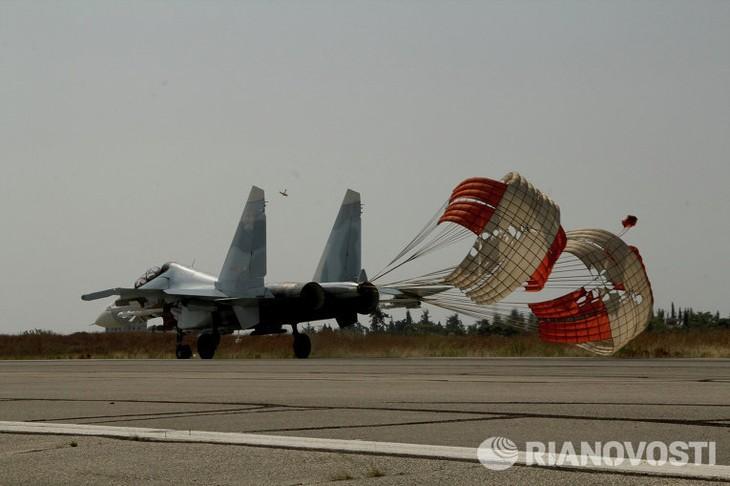 За 24 часа российская авиация нанесла удары по 10 объектам ИГ - ảnh 1