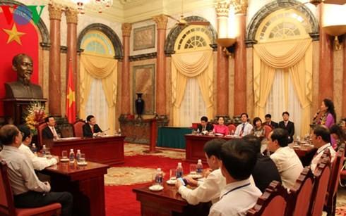 Президент Вьетнама встретился с представителями женщин-рабочих нефтегазовой отрасли - ảnh 1