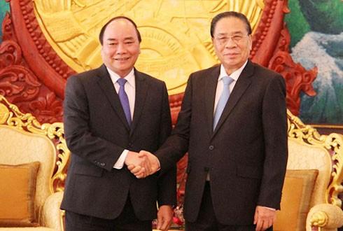 Вице-премьер СРВ Нгуен Суан Фук нанес визиты вежливости высшим руководителям Лаоса - ảnh 1