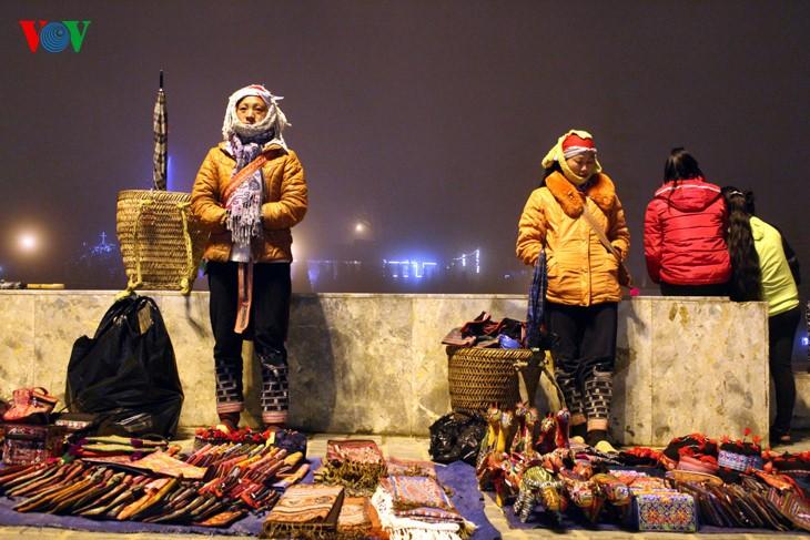 Жители Шапы продают товары в холодную погоду - ảnh 1