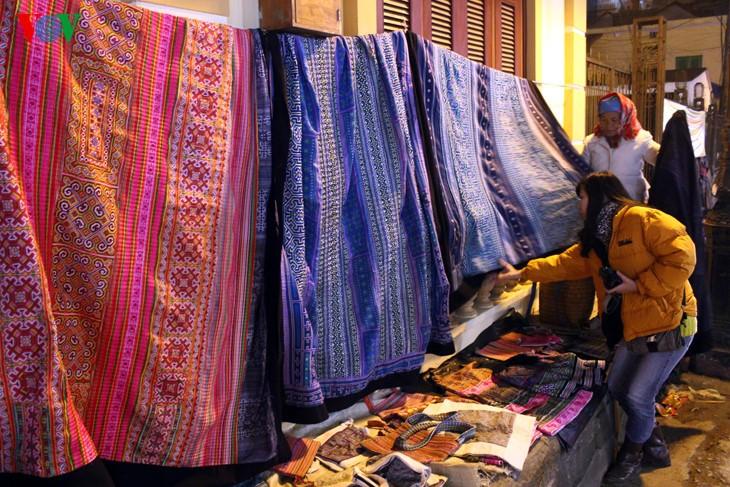 Жители Шапы продают товары в холодную погоду - ảnh 5