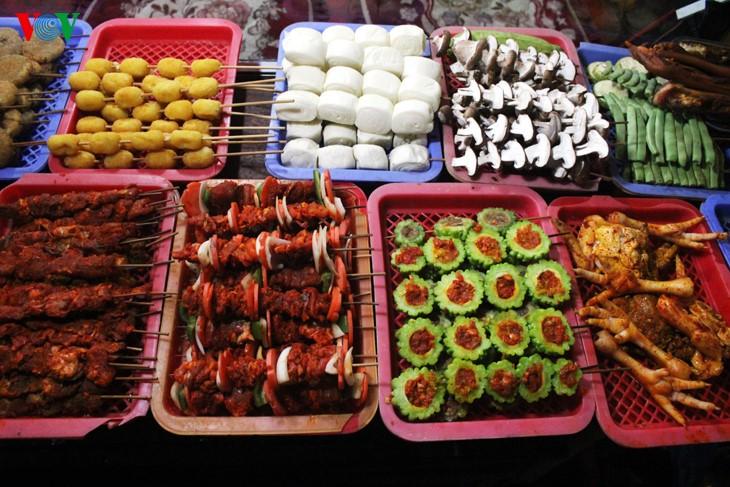 Жители Шапы продают товары в холодную погоду - ảnh 9