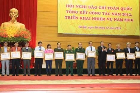 Вьетнамские СМИ своевременно осветили социально-экономическую жизнь в стране и мире - ảnh 2