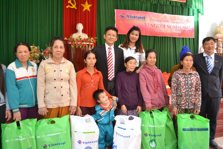 Во Вьетнаме призывают собрать один миллион новогодних подарков для малоимущих семей - ảnh 1
