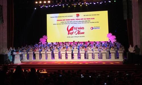 В Ханое вручены призы победителям викторины «Гордость за Вьетнам» - ảnh 1
