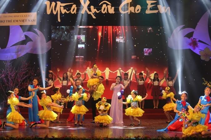 В Ханое прошла 9-я художественная программа «Весна ради детей» - ảnh 1