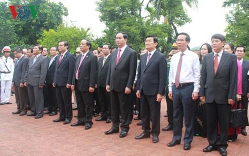 Во Вьетнаме отмечается 140-летие со дня рождения и.о. президента Хуинь Тхук Кханга - ảnh 2