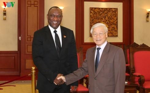 Генсекретарь ЦК КПВ принял председателя Сената Республики Гаити - ảnh 1