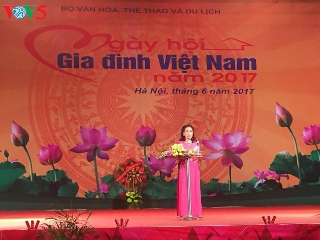 Состоялись различные мероприятия в связи с Днем вьетнамской семьи - ảnh 1