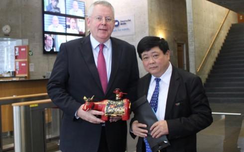 Активизация сотрудничества между радио «Голос Вьетнама» и немецкой медиакомпанией Deutsche Welle - ảnh 1