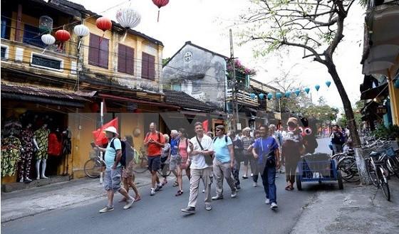 Вьетнам намерен принять 13 млн иностранных туристов в 2017 году - ảnh 1