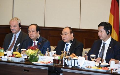 Премьер Вьетнама провел диалог с ведущими инвесторами ФРГ - ảnh 1