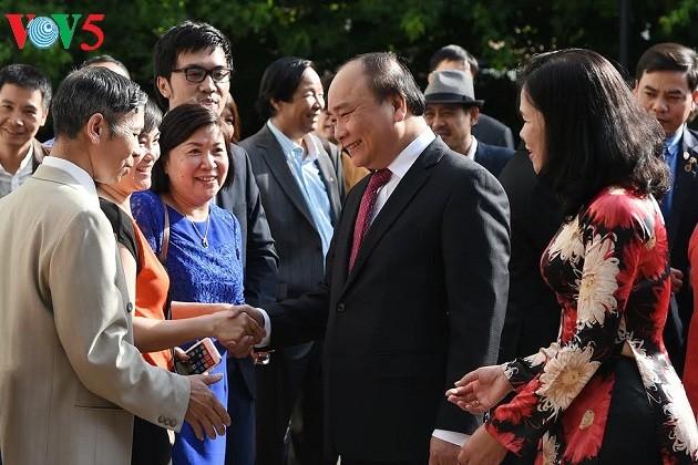 Нгуен Суан Фук встретился с представителями вьетнамской диаспоры в Нидерландах - ảnh 1