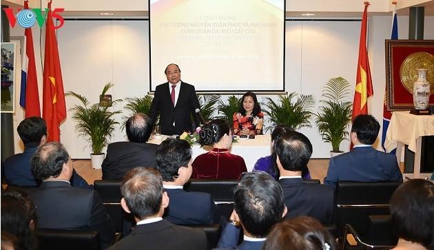 Нгуен Суан Фук встретился с представителями вьетнамской диаспоры в Нидерландах - ảnh 3