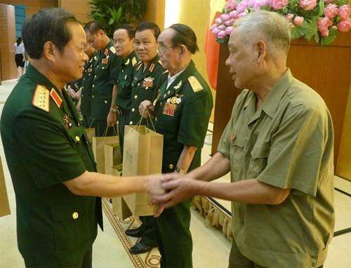 До Ба Ти встретился с представителями Общества бывших солдат на тропе Чыонгшон - ảnh 1