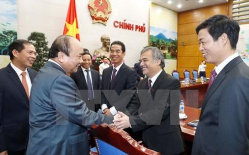 Нгуен Суан Фук встретился с послами и главами представительств СРВ за границей - ảnh 1