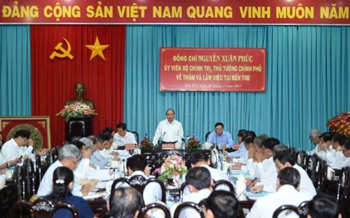 Премьер Вьетнама провел рабочую встречу с руководством провинции Бенче - ảnh 1