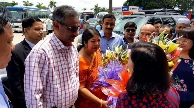 Делегация Национальной Ассамблеи Бангладеш посетила залив Халонг - ảnh 1