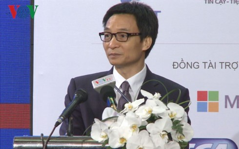 В Ханое состоялся саммит по информационно-коммуникационным технологиям Вьетнама 2017 - ảnh 1