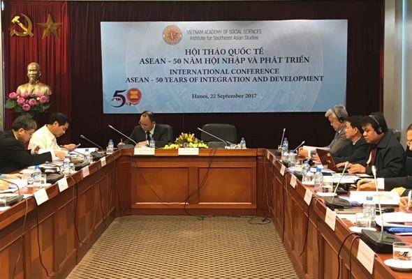 Стремление к мирному и процветающему Сообществу АСЕАН - ảnh 1