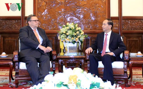 Президент Вьетнама принял послов зарубежных стран - ảnh 2