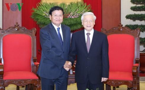 Генеральный секретарь ЦК КПВ принял премьер-министра Лаоса - ảnh 1