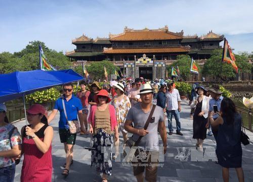 Провинцию Тхыатхиен-Хюэ посетили более миллиона иностранных туристов - ảnh 1