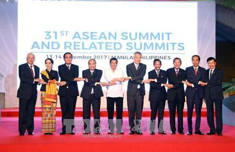 Вьетнам прилагает усилия для реализации видения Сообщества АСЕАН до 2025 года - ảnh 1