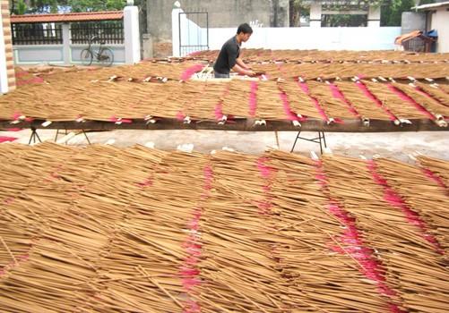Каотхон – известная деревня по производству благовоний в провинции Хынгйен - ảnh 1