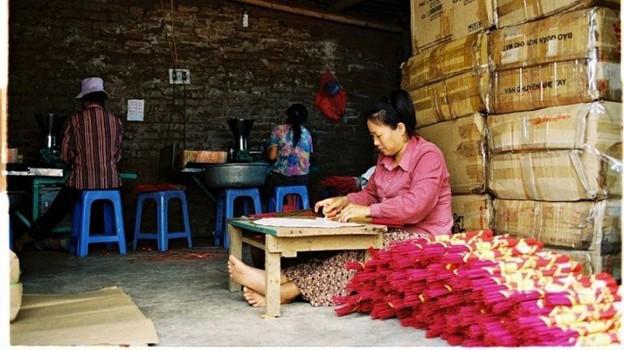 Каотхон – известная деревня по производству благовоний в провинции Хынгйен - ảnh 2