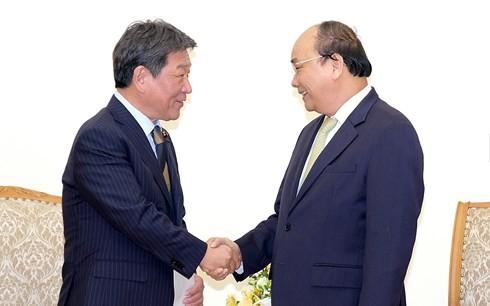 Премьер Вьетнама принял министра экономического восстановления Японии - ảnh 1