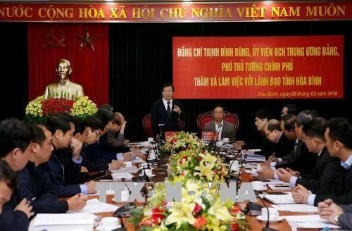 Чинь Динь Зунг проверил работу по ликвидации последствий стихийного бедствия в провинции Хоабинь - ảnh 1