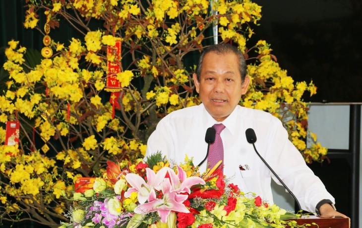 Чыонг Хоа Бинь поздравил власти и жителей провинции Лонган с Тэтом - ảnh 1