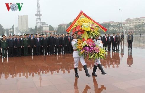 Генсек ЦК КПВ поздравил с Тэтом членов парткома, руководителей и жителей провинции Хынгйен - ảnh 2