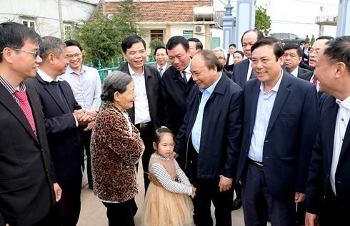 Премьер Вьетнама навестил крестьян в провинции Намдинь - ảnh 1