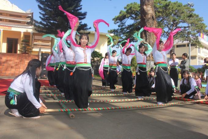 Более 100 мастеров приняли участие в весеннем празднике народностей провинции Зялай - ảnh 1