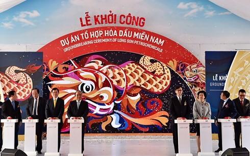 Нгуен Суан Фук принял участие в церемонии начала строительства нефтехимического комплекса «Юг» - ảnh 1