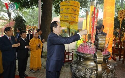Президент Вьетнама зажёг благовония в знак встречи весны - ảnh 1