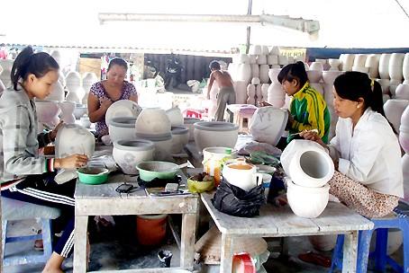Сохранение традиционного промысла в гончарной деревне с историей в несколько столетий - ảnh 1