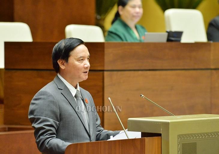 Депутаты парламента СРВ заслушали доклады о проектах постановлений и программах разработки законов - ảnh 1