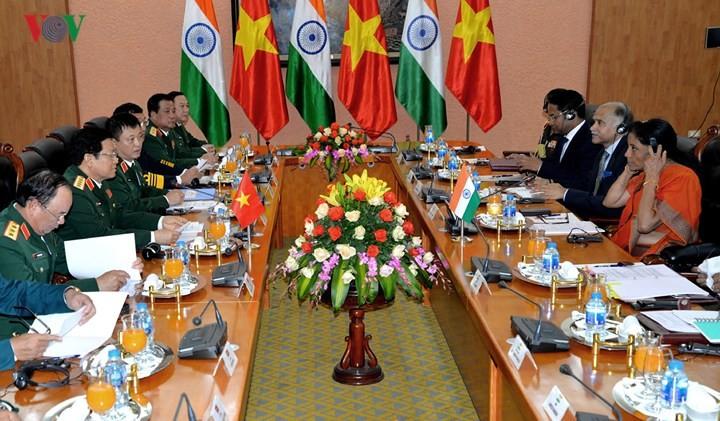 Министр обороны СРВ провёл переговоры с высокой военной делегацией Индии - ảnh 2