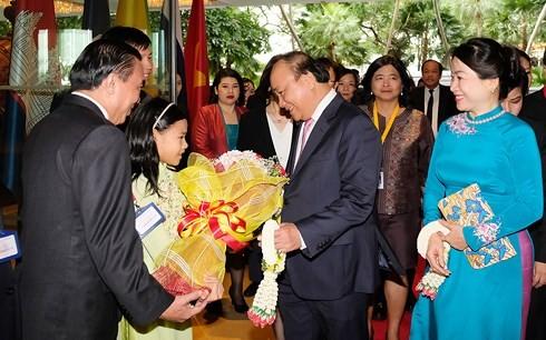 Премьер Вьетнама Нгуен Суан Фук начал участие в саммитах ACMECS-8 и CLMV-9 - ảnh 1